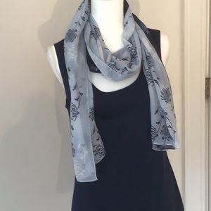 FRAAS scarf in a beautiful navy and light blue